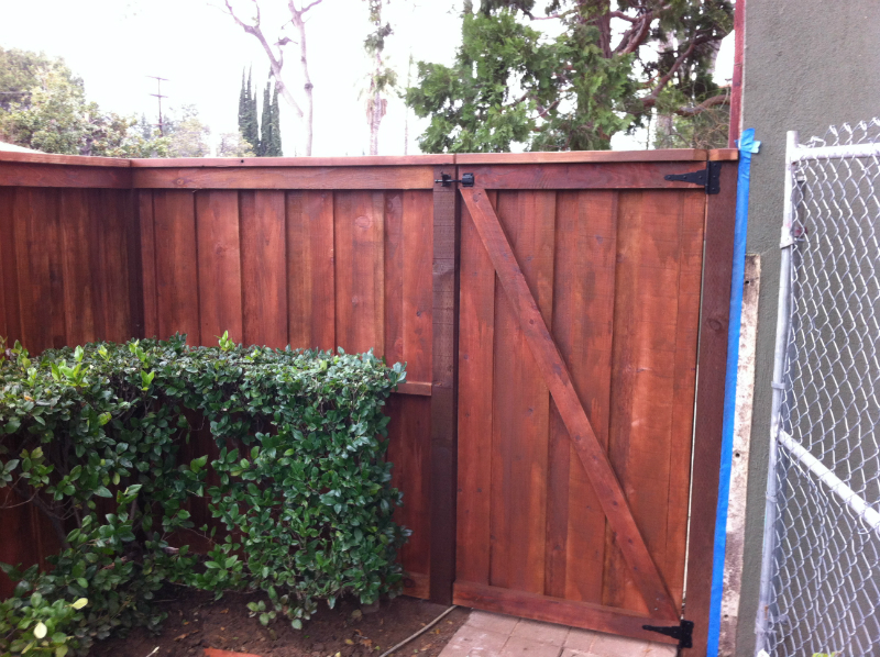 Redwood trim & cap style gate with a Chocolate stain