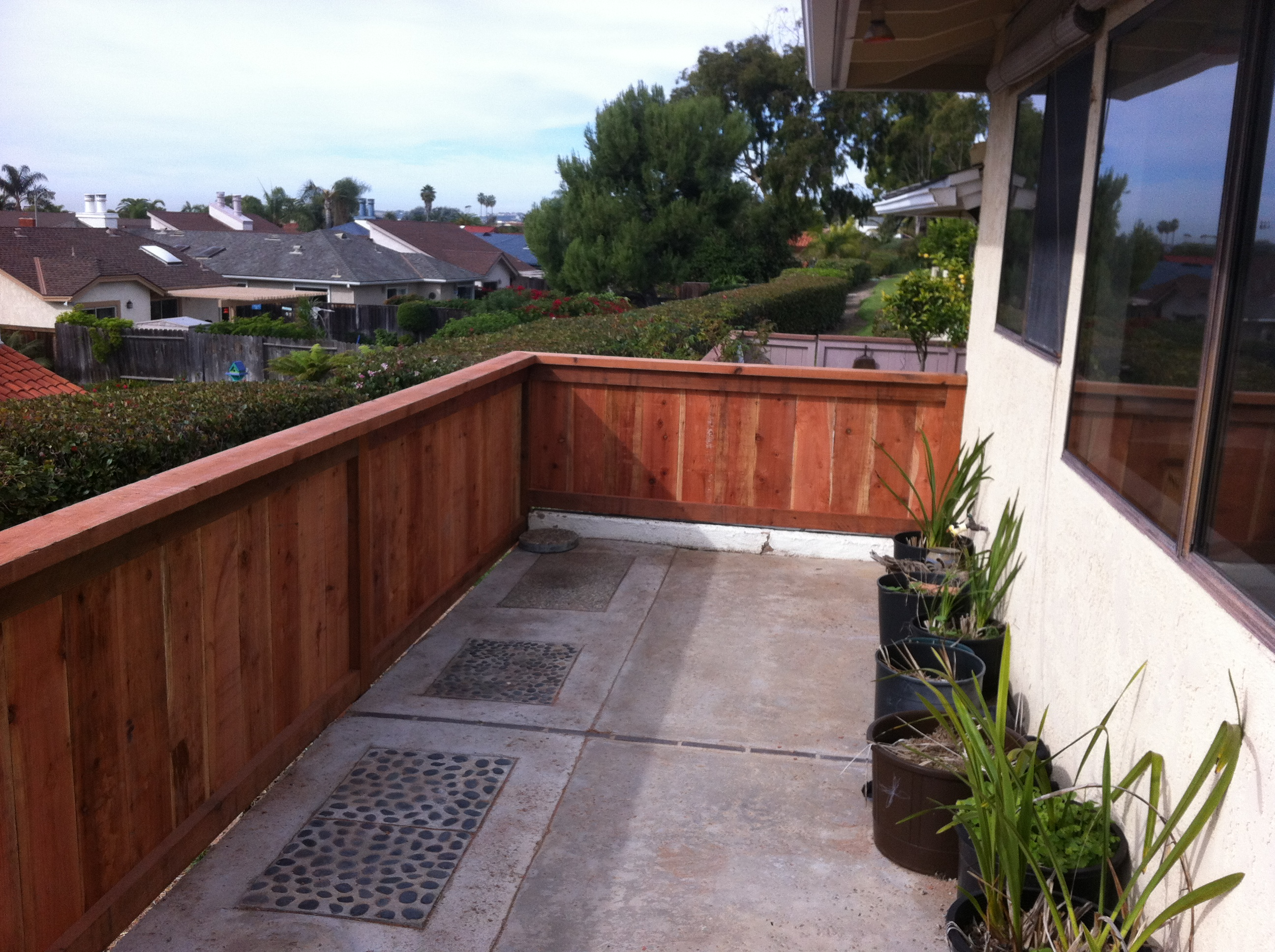 4' trim and cap style fence