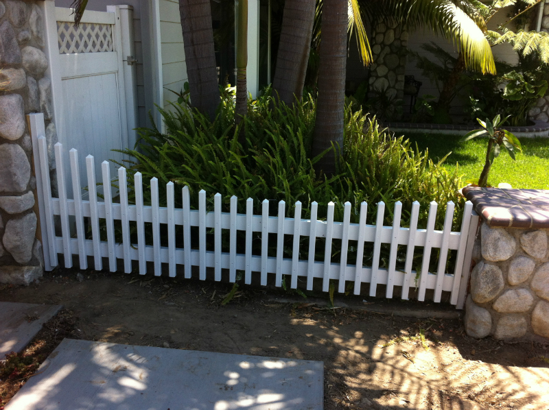 Custom 3' curved picket style fence